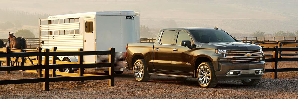 2021 Chevy Silverado towing horse trailer